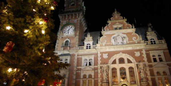 Vánoční strom rozsvítí andělé